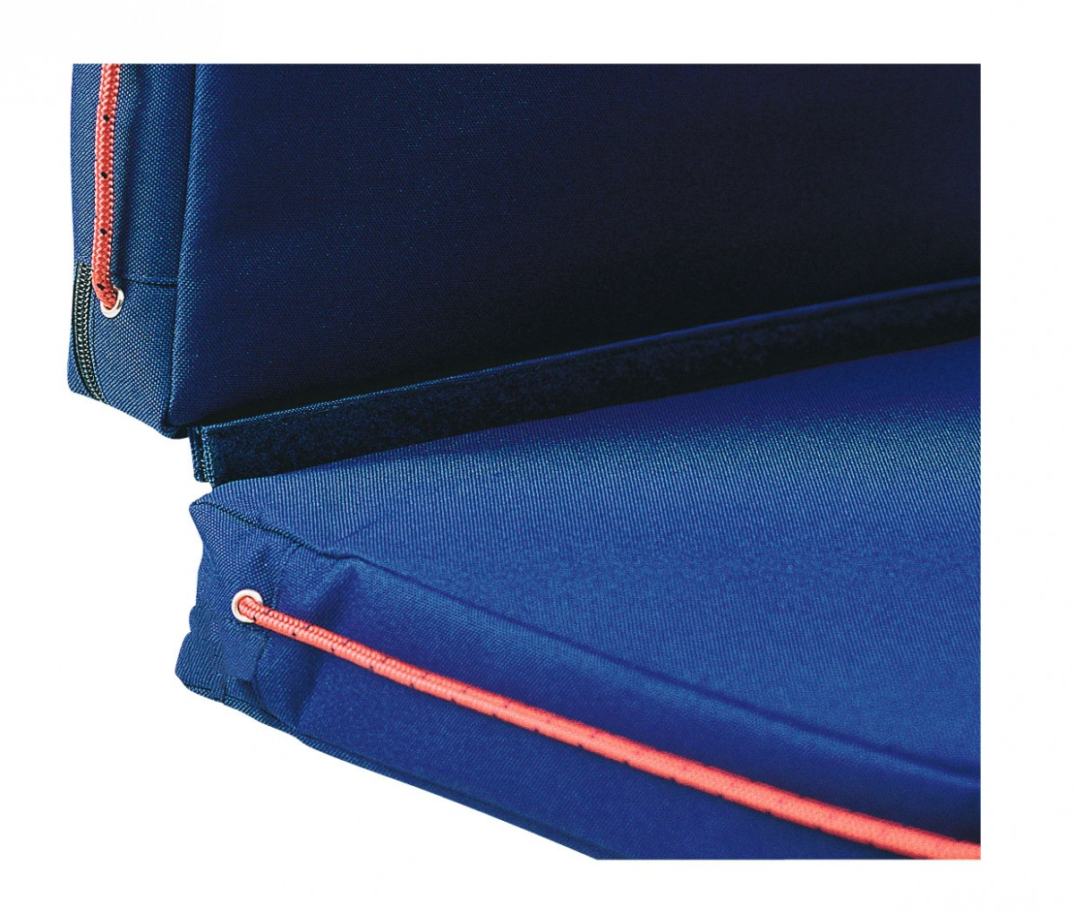 2 single cushions can be assembled with integrated Velcro to provide seat and back-rest